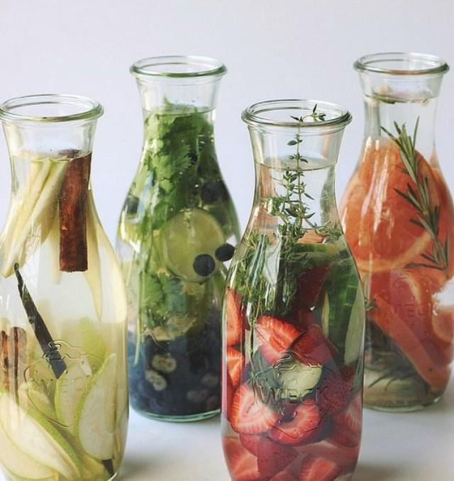 agua aromatizada de sabores frutas especias fresa limon naranja water infused fruits