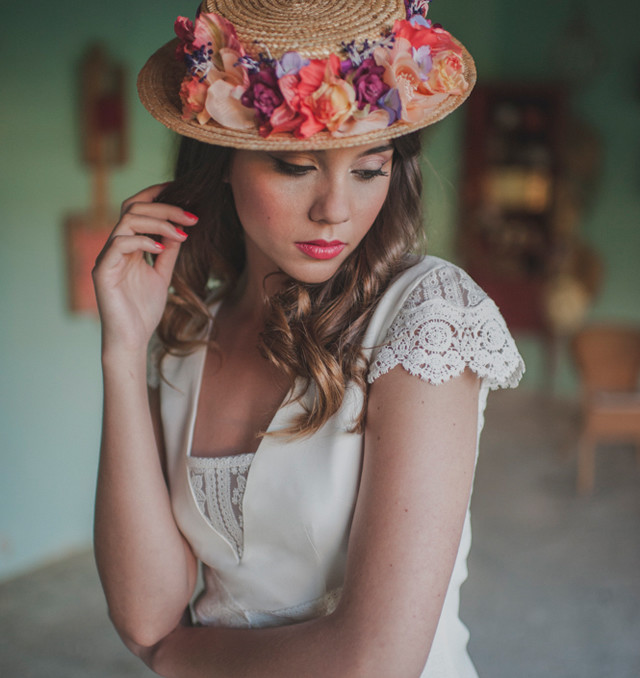 novia boho otaduy corona flores editorial canotier aal cachucho