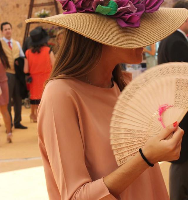 invitada boda elegante tocado pamela rafia paja guest wedding look blog