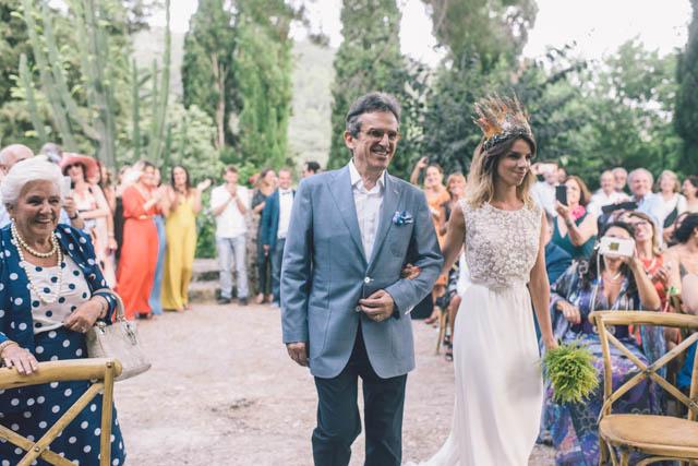 boda boho otaduy suma cruz corona crown plumas feather mallorca folk minimal sencilla