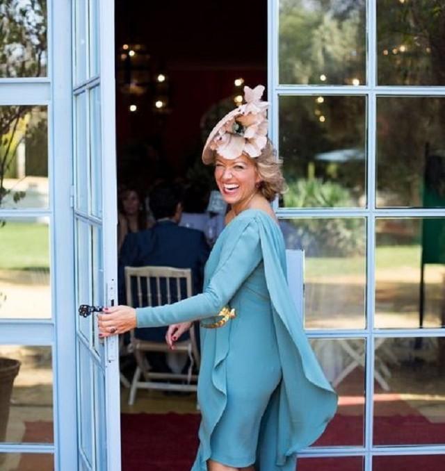 invitada boda vestido look capa cape dress wedding guest outfit blog