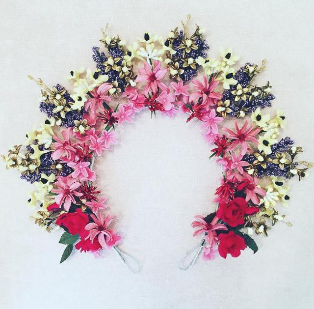tocado novia invitada corona flores diadema blog bodas a todo confetti
