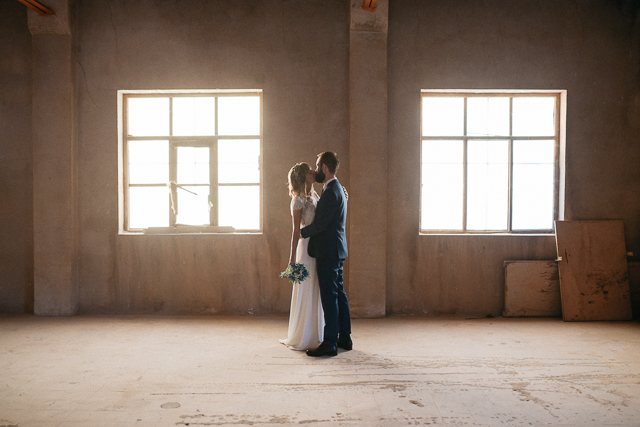 boda en madrid la estacion industrial wedding blog atodoconfetti laure sagazan vestido novia