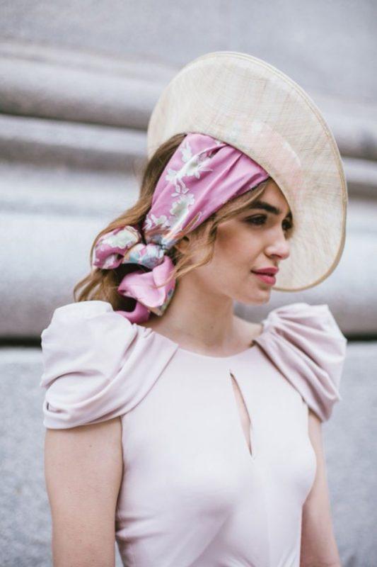 recogido pañuelo peinado invitada blog de bodas atodoconfetti