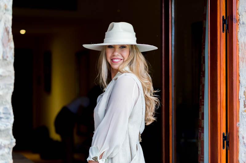 boda zamora vestido novia pantalon sombrero mono capa 20