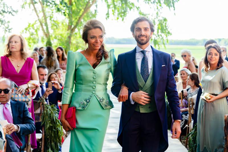 boda zamora vestido novia pantalon sombrero mono capa 25