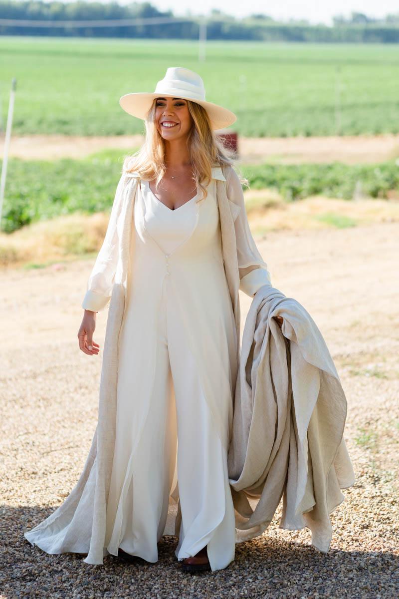 boda zamora vestido novia pantalon sombrero mono capa 26