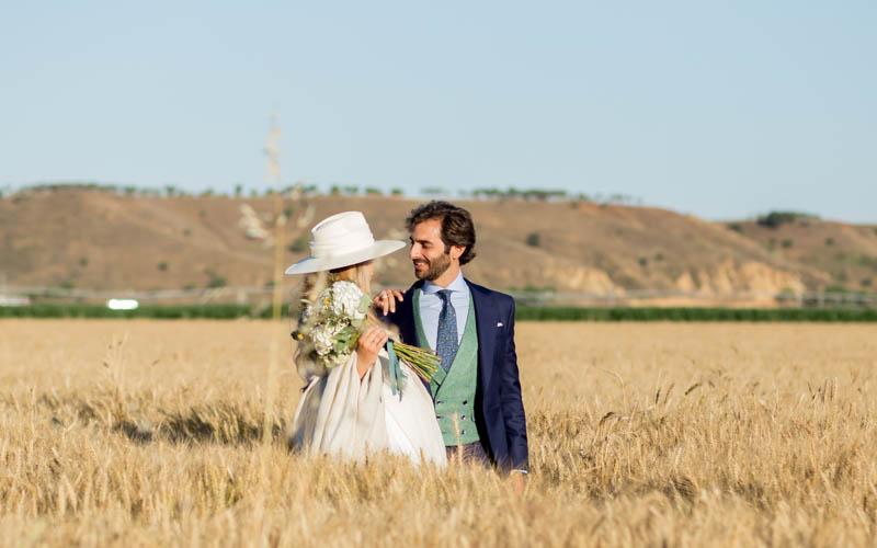 boda zamora vestido novia pantalon sombrero mono capa 29