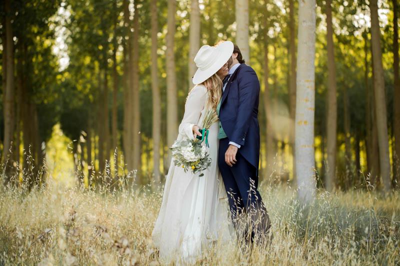 boda zamora vestido novia pantalon sombrero mono capa 34
