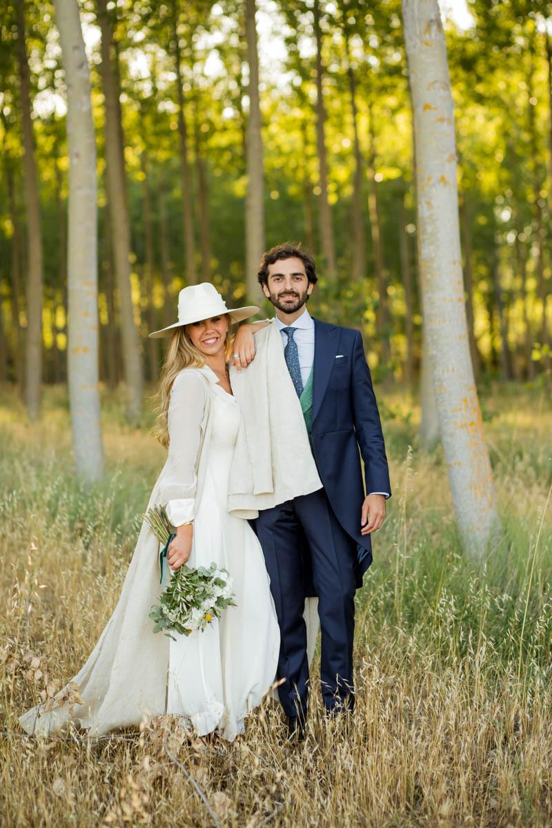 boda zamora vestido novia pantalon sombrero mono capa 35