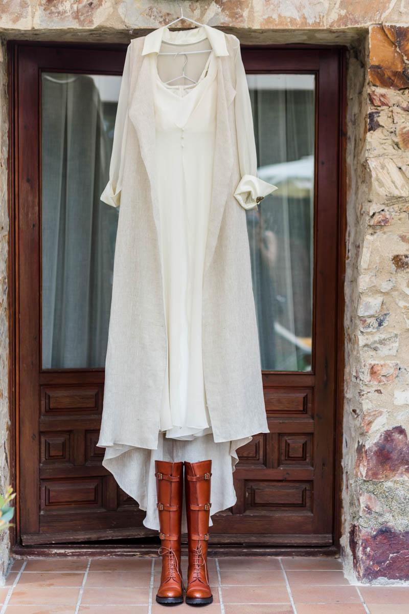 boda zamora vestido novia pantalon sombrero mono capa 9