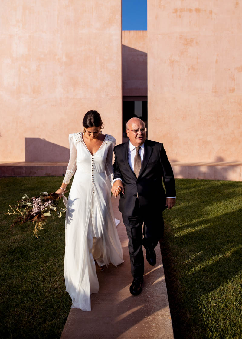 boda mallorca wedding dress vestido capa teresa helbig