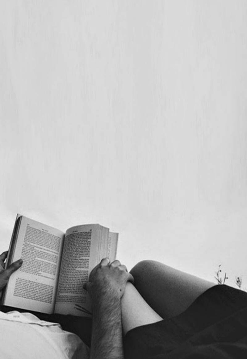 leer libro cama pareja