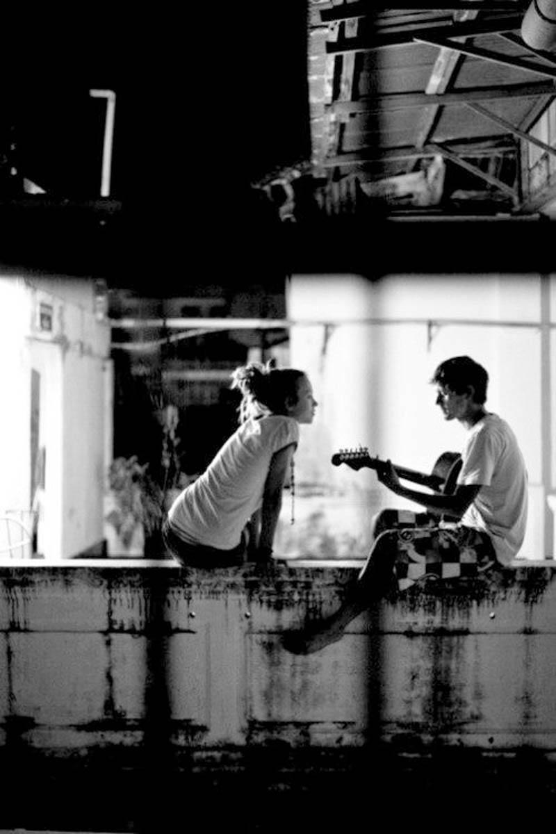 tocar guitarra pareja