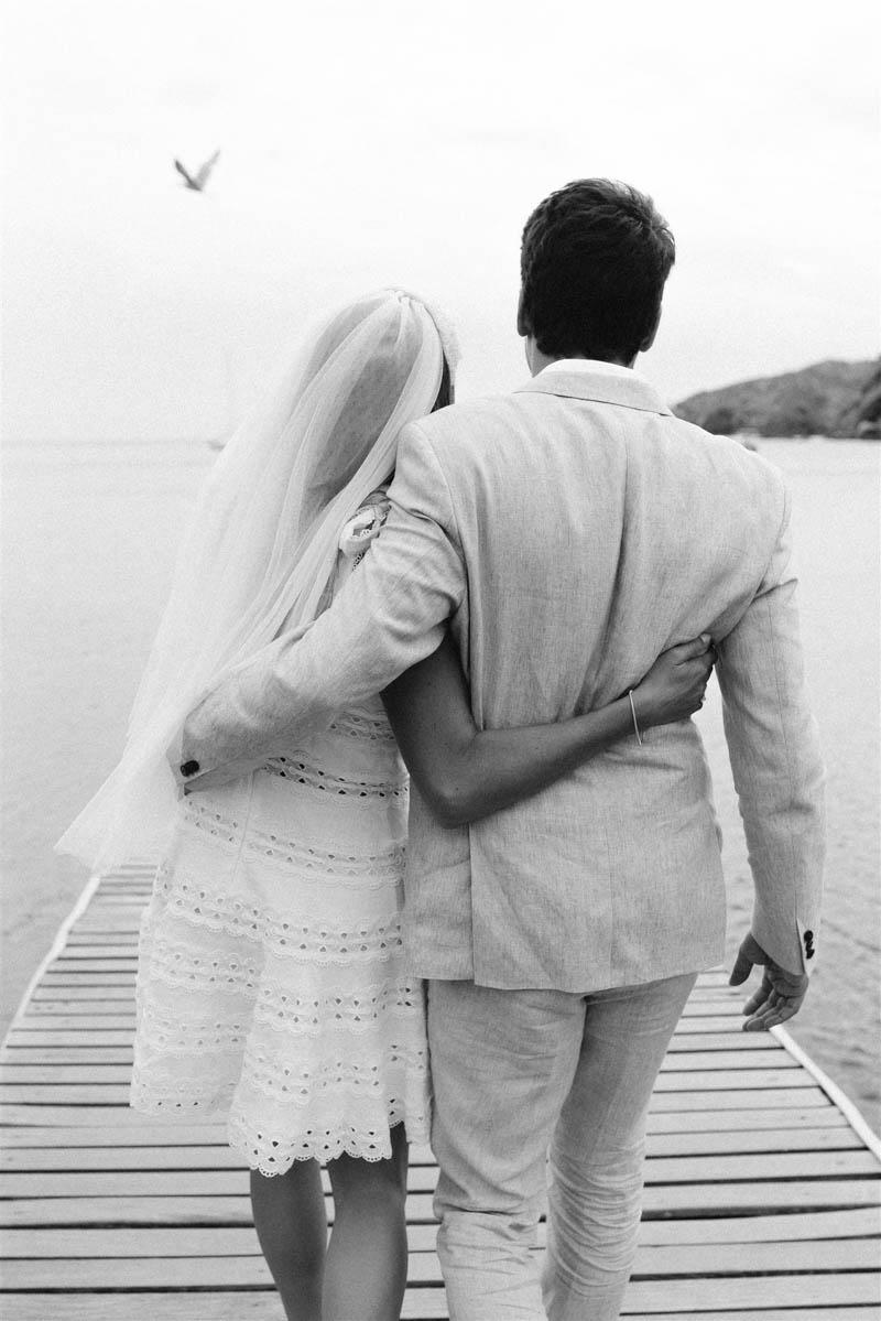 boda cadaques covid coronavirus novia vestido corto zimmerman