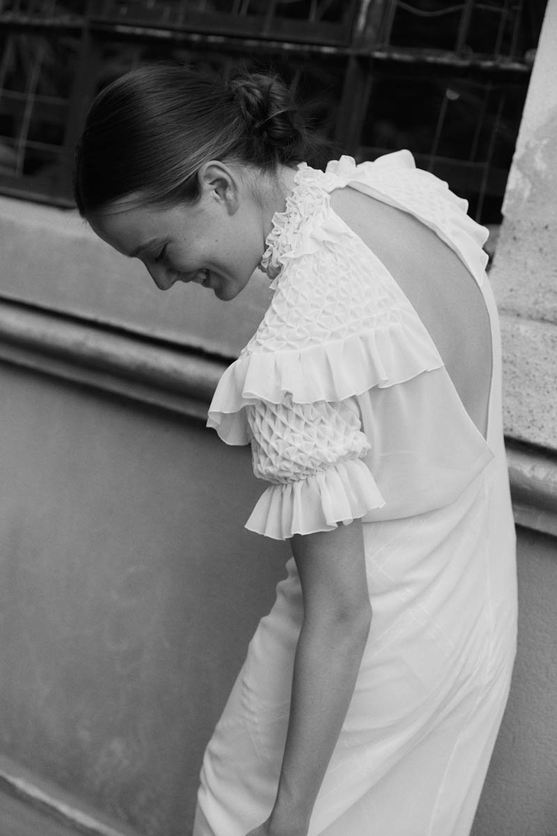 vestidos de novia sencillos marta marti barcelona boda a todo confetti